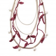 Chain necklace with leaves and pearls